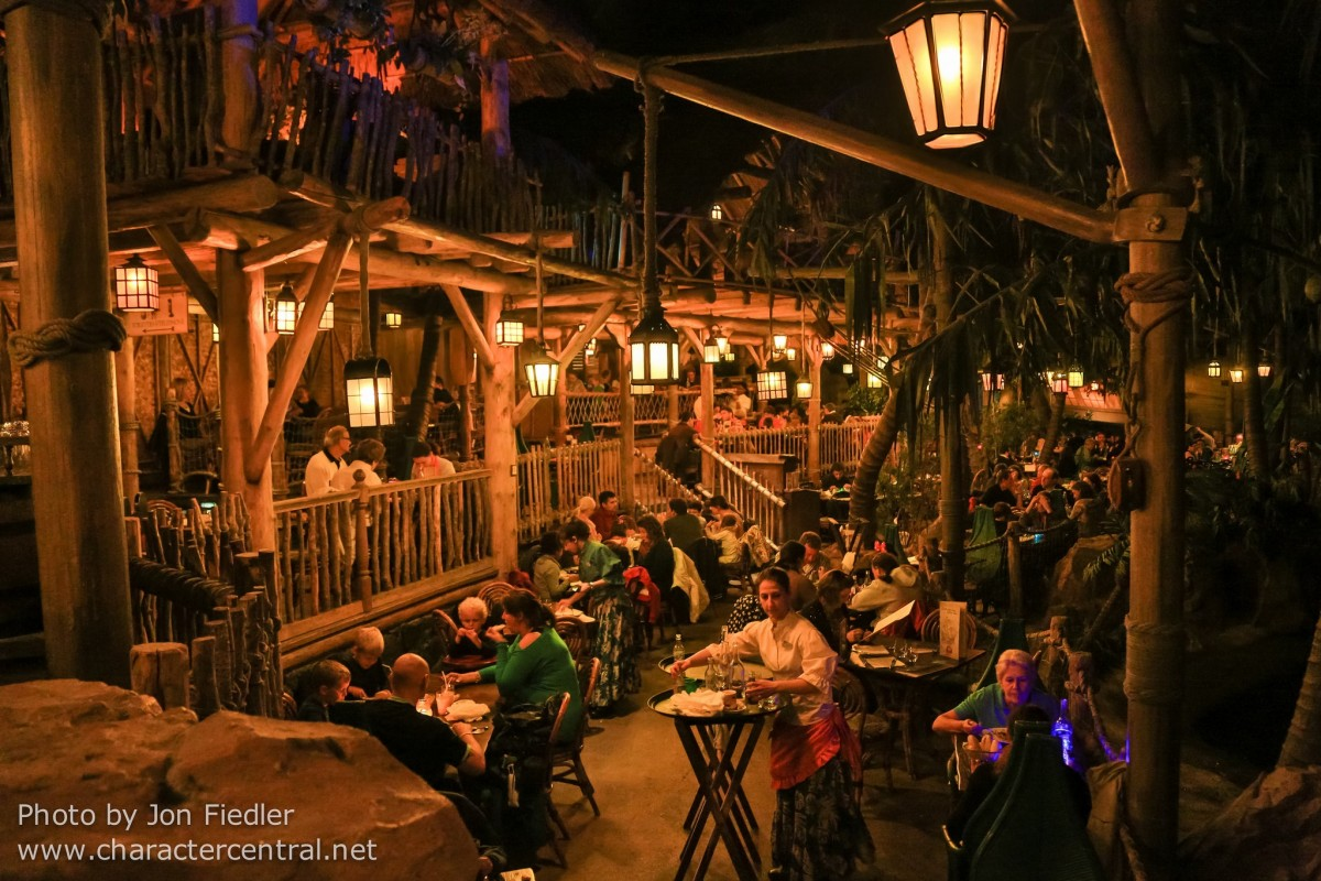 pirates of the caribbean restaurant disneyland
